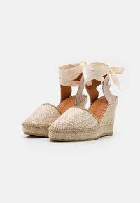 Macarena - DENIS  - Sandály na platformě - natural - 2