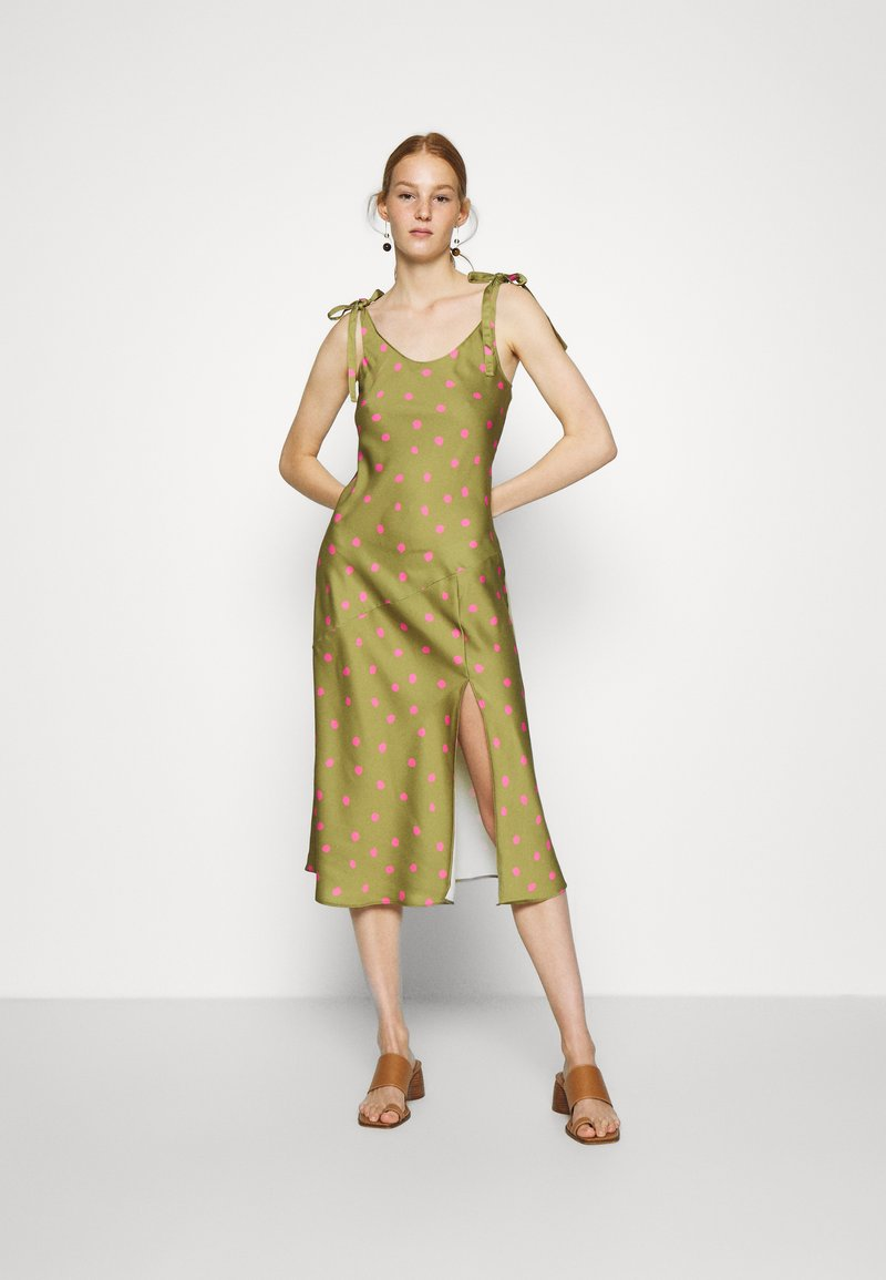 Who What Wear - TIE SHOULDER SLIP DRESS - Day dress - army/pink