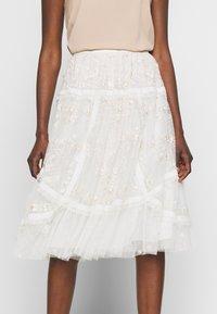 Needle & Thread - PENNYFLOWER EXCLUSIVE - Áčková sukně - moonshine white - 5