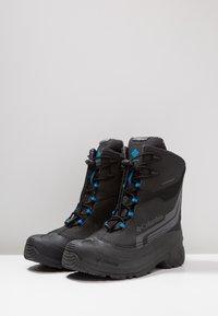 Columbia - YOUTH BUGABOOT PLUS IV OMNI-HEAT - Snowboot/Winterstiefel - black/hyper blue - 2