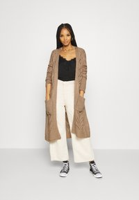 Fashion Union - MAXI - Chaqueta de punto - beige - 1
