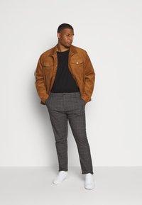 Jack´s Sportswear - CHECKED CLUB PANTS - Kalhoty - dark grey - 1