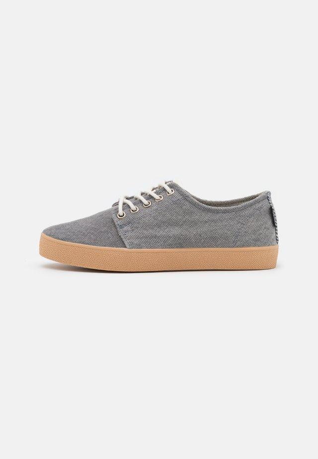 HIGBY VEGAN UNISEX - Sneakersy niskie - grey