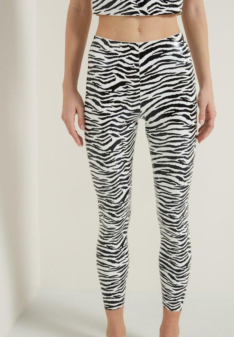 Tezenis - GLÄNZENDE - Leggings - Trousers - bianco st.zebra