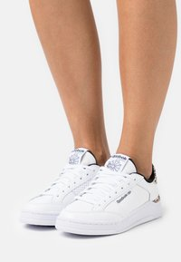 Reebok Classic - AD COURT - Zapatillas - footwear white/core black - 0