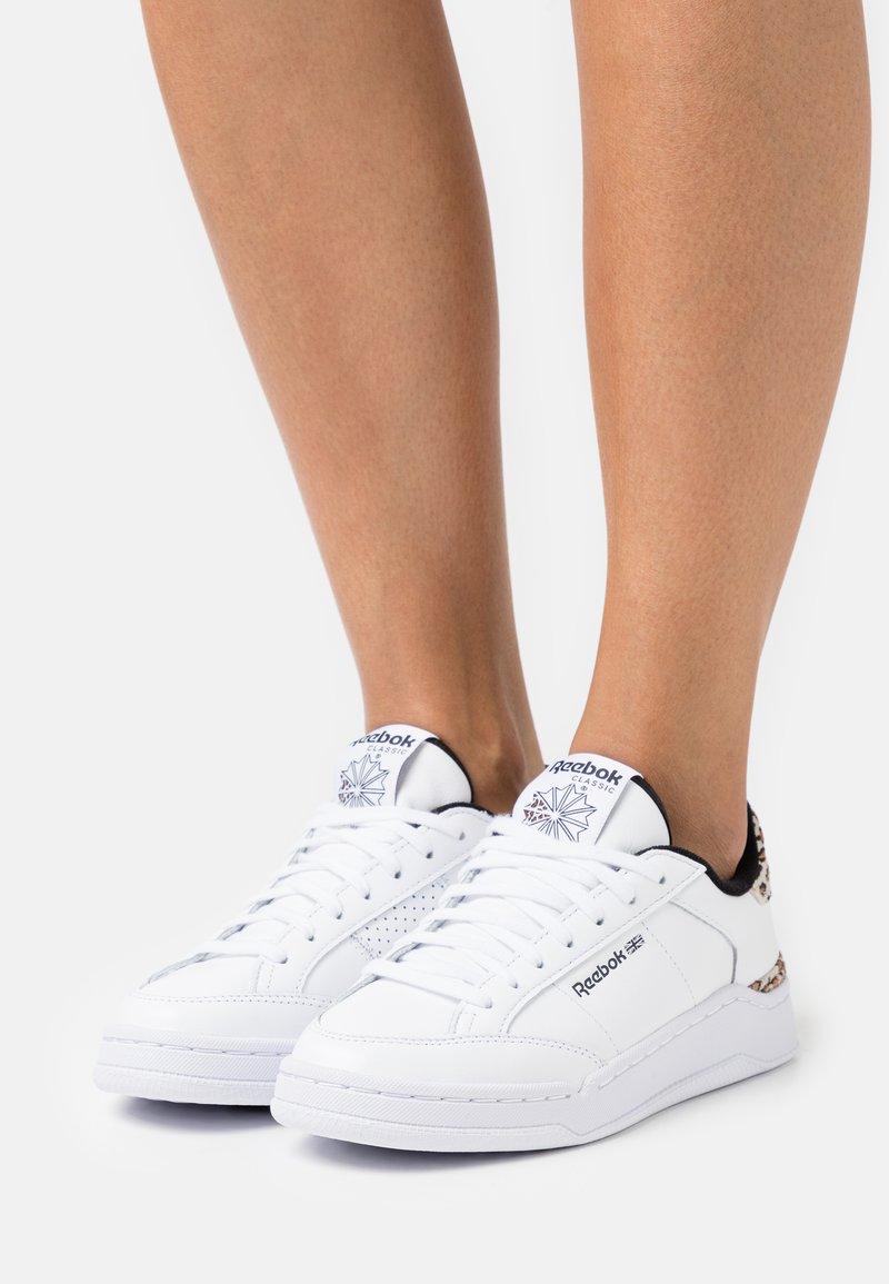Reebok Classic - AD COURT - Zapatillas - footwear white/core black