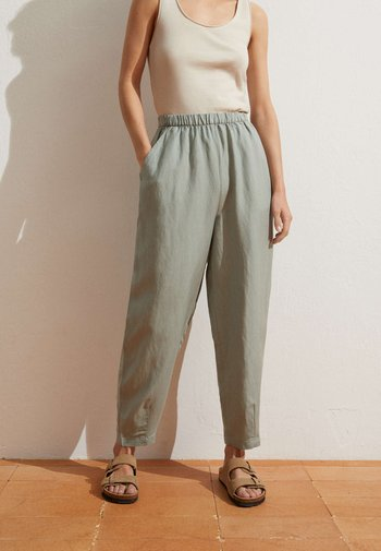 MIT LEINENANTEIL - Trousers - light green