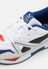 Puma - PEANUTS SNOOPY MIRAGE MOX UNISEX - Sneakers laag - white/ black - 5