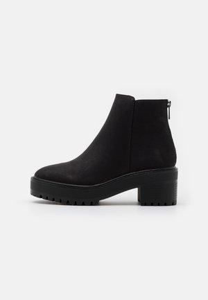 VMMELBA WIDE FIT - Ankle boot - black/plain