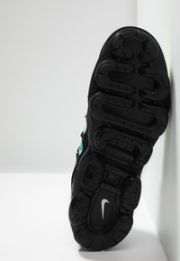 Nike Sportswear - AIR VAPORMAX PLUS - Joggesko - aurora green/reflect silver/black/blue hero/china rose/volt - 5