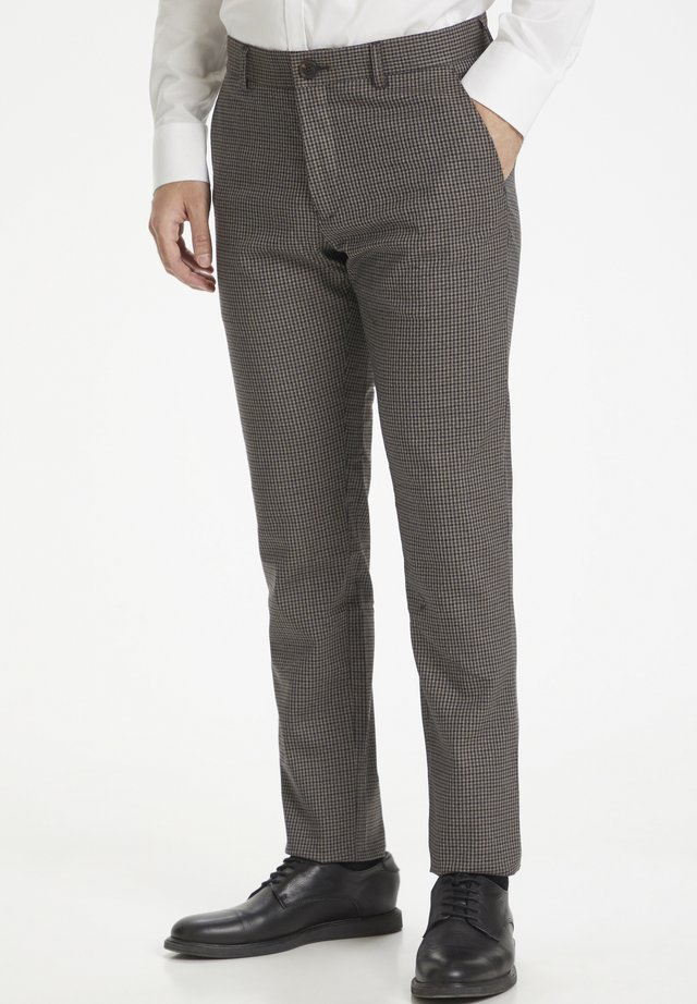 MAPRISTU - Pantalones - dark brown
