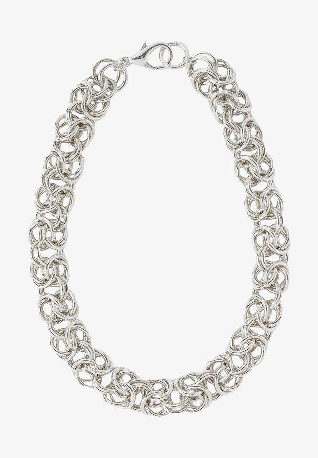 MIT VERFLOCHTENER KETTE - Kaulakoru - silver