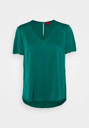 CELARA - T-paita - medium green