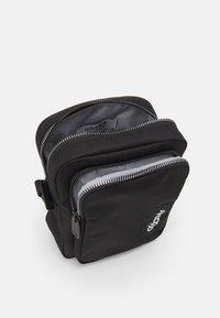adidas Originals - SPORT MINI BAG UNISEX - Taška spříčným popruhem - black - 2