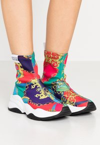 Versace Jeans Couture - CHUNKY SOLE - High-top trainers - multicolor - 0
