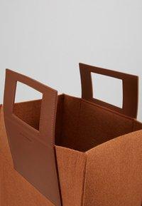 Holzweiler - CARRY BIG BAG - Shopping bags - camel - 4