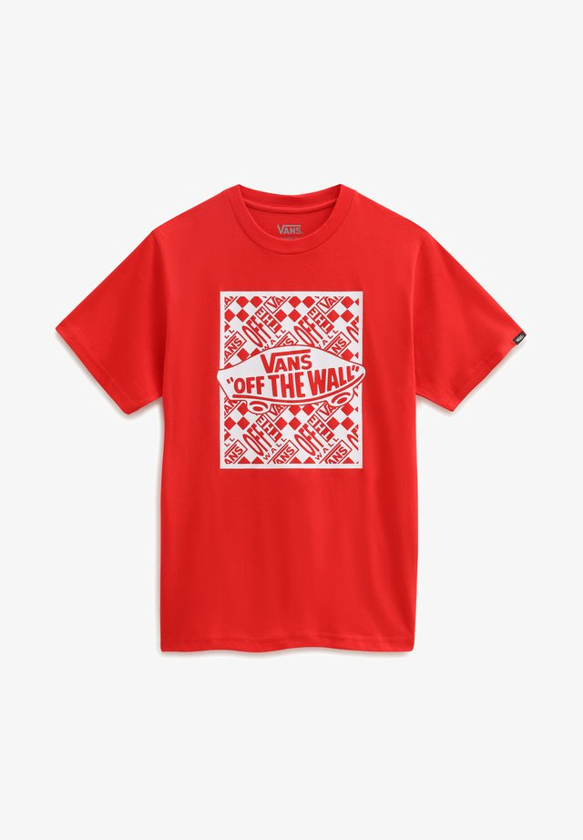 BY OTW REPEAT SS - Print T-shirt - high risk red