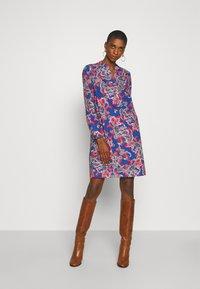 Emily van den Bergh - Denní šaty - blue/multi-coloured - 3