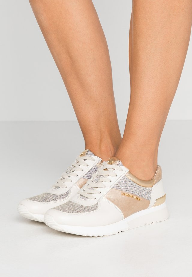 ALLIE TRAINER - Sneakers - gold