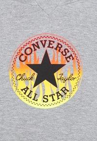 Converse - FLAMES HOODIE SET - Pantaloni sportivi - dark grey heather - 3
