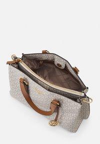 MICHAEL Michael Kors - EMMA SATCHEL - Handbag - vanilla/acorn - 3