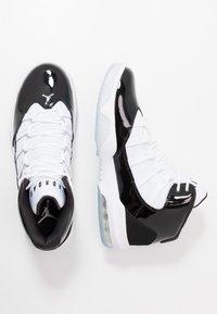 Jordan - MAX AURA - Korkeavartiset tennarit - black/white - 1