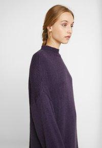 Monki - MALVA DRESS - Neulemekko - lilac purple dark unique - 3