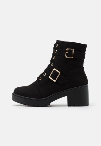 WIDE FIT MARLEY BUCKLE CLEAT