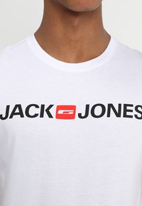 Jack & Jones - JJECORP LOGO CREW NECK  - Print T-shirt - white - 4