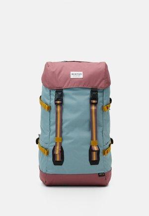 TINDER  - Turistický batoh - trellis triprip
