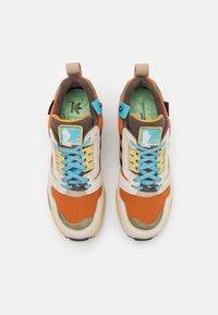 adidas Originals - ZX 8000 UNISEX - Sneakers laag - linen/brown/tech copper - 3