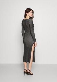 Milk it - LONG SLEEVE PLATED MIDI DRESSW TWIST - Jumper dress - black - 2