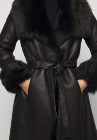 STUDIO ID - FLO SHEARLING COAT - Wollmantel/klassischer Mantel - black - 7
