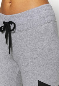 DKNY - EXPLODED LOGO CUFFED - Tracksuit bottoms - pearl grey heather - 4