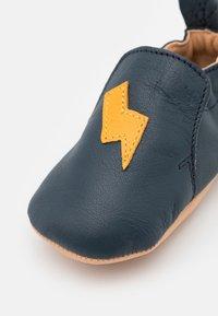 Shoo Pom - FLASH UNISEX - First shoes - navy/maïs - 5