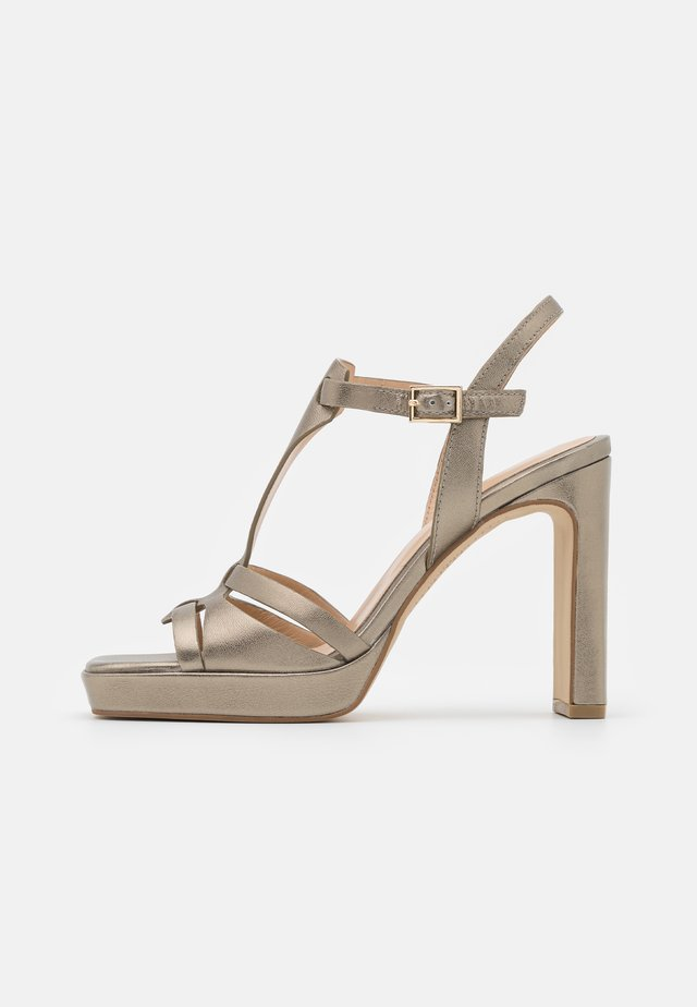 Sandalen met plateauzool - lame alba
