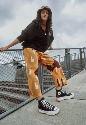 RUN STAR HIKE - Zapatillas altas - black/white