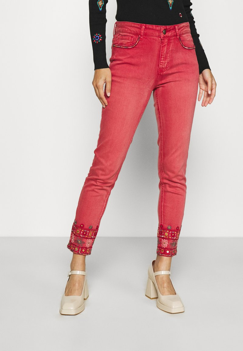 Desigual - PANT DELFOS - Slim fit jeans - red