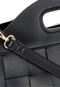 HALLHUBER - FLECHTOPTIK - Handbag - schwarz - 4