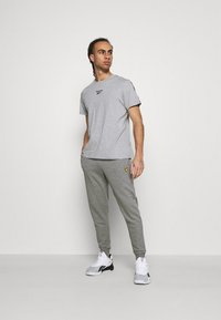 Lyle & Scott - WITH CONTRAST PIPING - Träningsbyxor - mid grey marl - 1