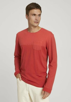 Long sleeved top - chili oil red
