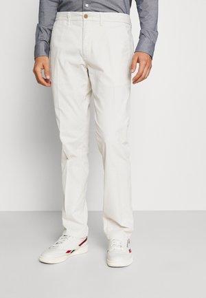 DENTON - Trousers - alabaster