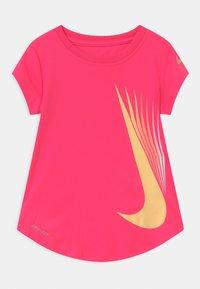 Nike Sportswear - 7 POINT - Triko spotiskem - hyper pink - 0