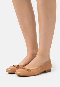 Gabor Comfort - Ballerina - cognac - 0