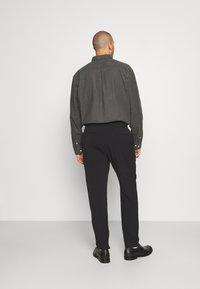Lindbergh - CLUB PANTS WITH DRAWSTRING - Trousers - black - 2