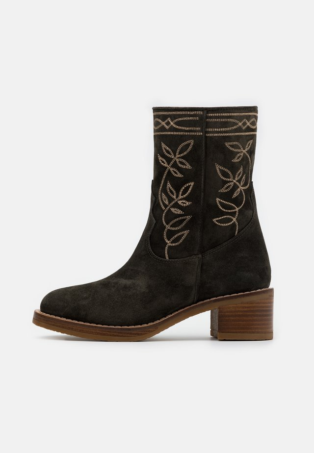 MADAME - Classic ankle boots - forest