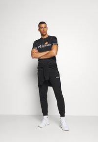 Ellesse - ALENTE - Camiseta estampada - black - 1