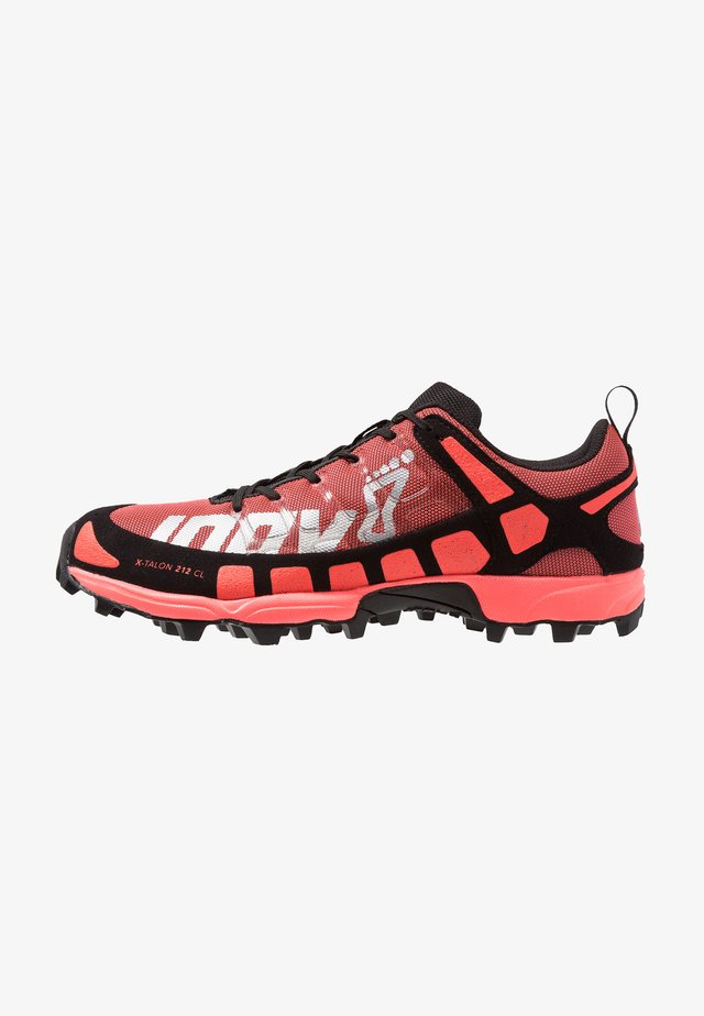 X-TALON CLASSIC - Trail running shoes - coral/black
