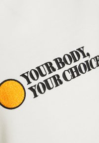 Dedicated - YSTAD RAGLAN YOUR BODY - Sweatshirt - off-white - 2