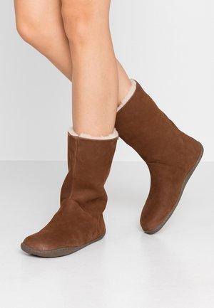 PEU CAMI - Winter boots - brown